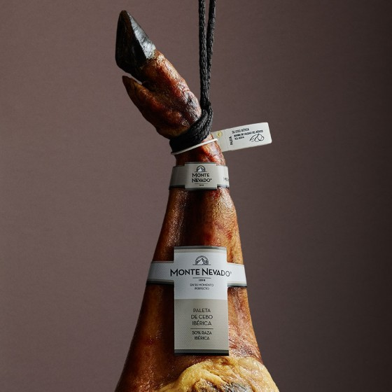 Iberico de Cebo shoulder (50% Iberico breed)